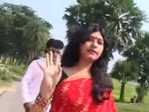 Desi Aunty Like Hot Mallu College Girl Openly In Road Mms Video Clips Part 1)