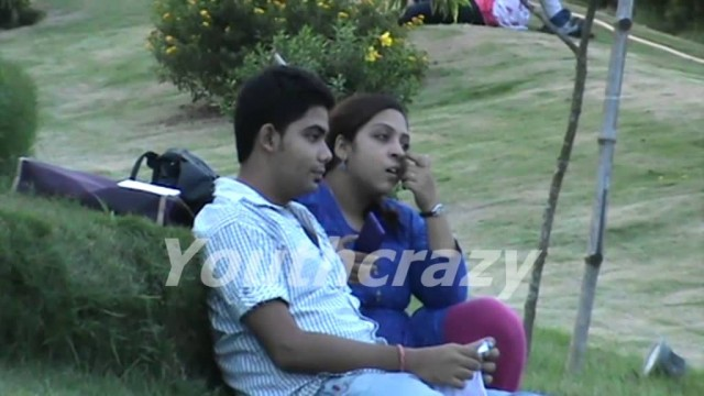 College bunk students girls and boys in a park romance…shameless !