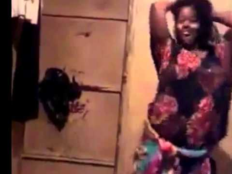 Sexy Somali girl shaking her ass.