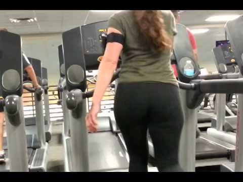 Nice whooty booty on treadmill