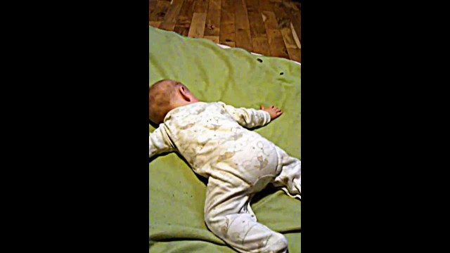 Funny baby video, baby shaking his booty