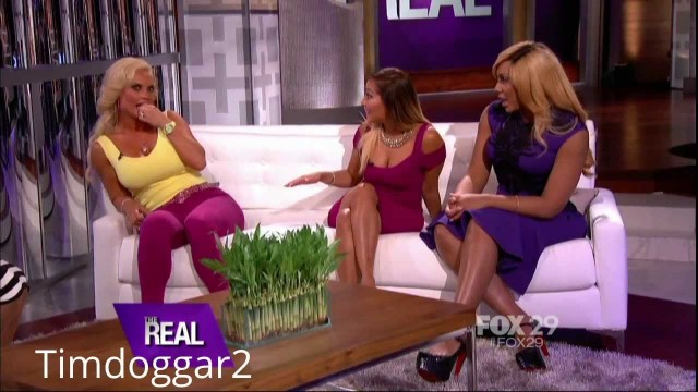 """""""The Real"""" Gals Grab Coco's Booty, Learn to Twerk"""