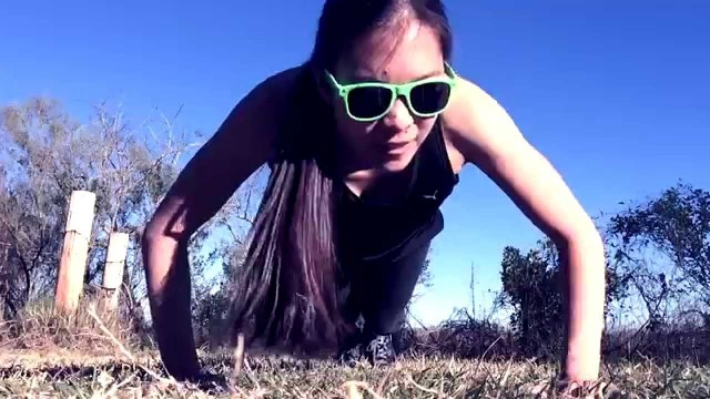 Girl does push-ups for 100 days (time lapse) #giveit100