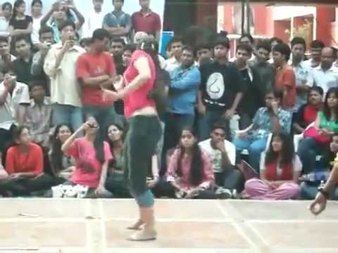 desi hot College Girls Dancing in Tight Jeans Pant in collage
