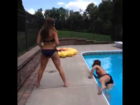 White Girls Twerking gone WRONG !!  (VINE VIDEOS)