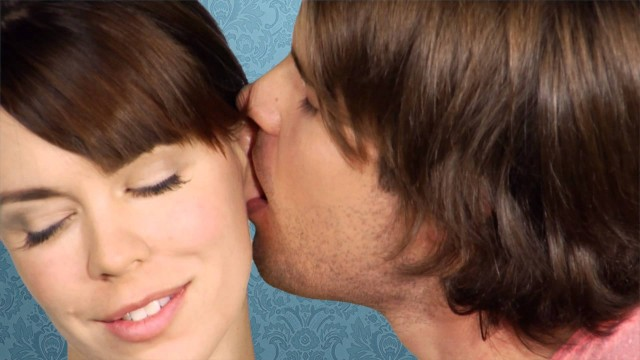 HOW TO KISS: EARLOBE KISS
